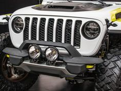 The Jeep Flatbill pickup is ready for dirt bike adventures - Roadshow New Jeep Truck, Easter Jeep Safari, Engine Working, 20 Inch Wheels, Bed Liner, Yellow Bedding, Motocross Bikes, Lift Kits, Fender Flares
