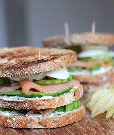 Easy peasy club sandwich met gerookte zalm & avocado!