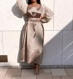 Modern Hijab Fashion, Arab Fashion, Hijab Fashion Inspiration, Classy Dress, Classy Outfits, Couture Dresses, Fashion Dresses, Elegant Dresses For Women, Mode Hijab