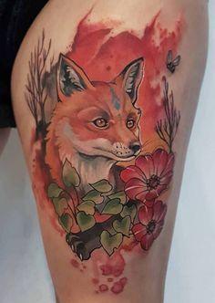 Татуировка лисы с цветами