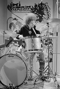 Mitch Mitchell drummer of The Jimi Hendrix Experience. #cSw:) - https://www.pinterest.com/claxtonw/drummer-drumming/ - I elected this photo not must for the #HISTORY pin of a famous band: It amused me to compare this SIMPLE drum kit to those we see on concert stages these days. We should give MUCH more respect to the skills shown on just a few drumset pieces during performances! Nice black and white #vintage #drumkit photo pinned via tlsdrums13's #DRUMS & #DRUMMERS #Pinterest board.