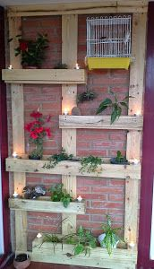 Wall planters from two pallets Diy Garden Projects, Diy Garden Decor, Projects To Try, Courtyard Landscaping, Front Yard Landscaping, Diy Home Furniture, Wooden Pallet Projects, Outdoor Gardens, Outdoor Decor