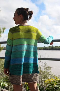 Simple striped cardigan using lot of colors. #knittingpattern #knittingwithstripes  #sweaterknittingpattern #easyknittingpattern #summerknittingpattern
