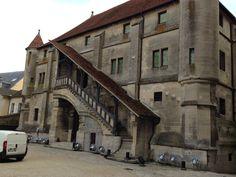 Bâtiment cour arrière de la Cathédrale St. Etienne de Meaux, France, construite ente 1175 et 1540, style Gothique. Crédit photo Nihil XIII