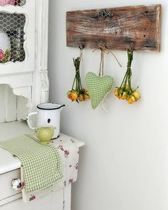 🌟Tante S!fr@ loves this📌🌟 Country Kitchen Curtains, Country Style Curtains, Scandinavian Design, Rustic Country Kitchens, Vintage Pins, Vintage Style, Spring Colors, Bellisima