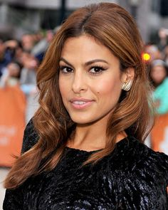 Eva Mendes is a beautiful and well known American actress and model. Have a look at new Eva Mendes Hairstyles 2018 layered, Bob haircut Pictures Eva Mendes Hair, Natural Hair Styles, Short Hair Styles, Natural Beauty, Haircut Pictures, Auburn Hair, Celebrity Beauty, Brunette Hair, New Hair
