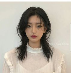 Short Hair Styles For Round Faces, Hairstyles For Round Faces, Pretty Hairstyles, Medium Hair Styles, Curly Hair Styles, Asian Hairstyles Women, Round Face Short Hair, Cut My Hair, Hair Cuts