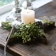 Stoer kerststuk in houten stervorm