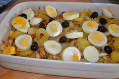 Morue à la portugaise, Morue a Gomes de Sa - SevenCuisine Happy Foods, Fruit Salad, Oatmeal, Food And Drink, Eggs, Meat, Cooking, Breakfast, Cake