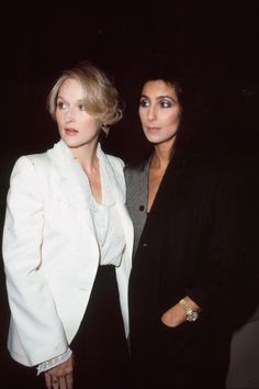 iconic movie Meryl Streep and Cher saved a woman in the street who was being attacked- HarpersBAZAARUK Beautiful Celebrities, Beautiful People, Beautiful Women, Afro Punk, Pretty Woman Cast, Meryl Streep Young, Meryl Streep Quotes, Meryl Streep Movies, Diane Keaton