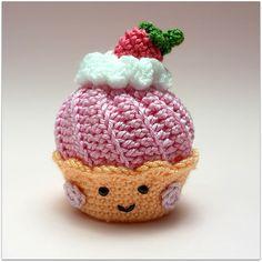 Kijk wat ik gevonden heb op Freubelweb.nl: een gratis patroon van Candy van Sweet om deze leuke cupcake te haken https://www.freubelweb.nl/freubel-zelf/gratis-haakpatroon-cupcake/