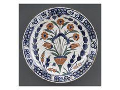Plat au bouquet de rosettes et tulipes entre des branches de jacinthe - Musée national de la Renaissance (Ecouen)