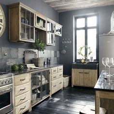 I bet everybody loves an industrial kitchen style. It's aesthetically pleasing even if not the most popular trend in kitchen design. Pine Kitchen, Rustic Kitchen, Vintage Kitchen, Kitchen Dining, Kitchen Decor, Kitchen Ideas, Kitchen Unit, Kitchen Grey, Wooden Kitchen
