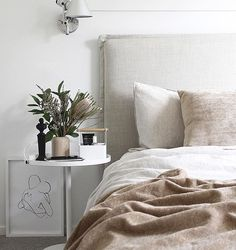 Today on the blog I share photos of our beautiful new customised bedhead from @heatherlydesignbedheads who are now shipping to NZ . Head to TDC (link in profile) to find out more about their beautiful collection and customised service #HeatherlyDesign #TDCStylingandPhotography #TDCBlog