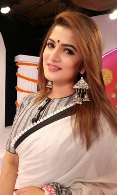 Indian Bengali popular actress Srabanti Chatterjee new picture and wallpaper gallery. Latest hd image of actress Srabanti Chatterjee. Most Beautiful Indian Actress, Beautiful Actresses, Beauty Full Girl, Beauty Women, Stylish Blouse Design, Indian Beauty Saree, Indian Sarees, Indian Hair, Indian Girls