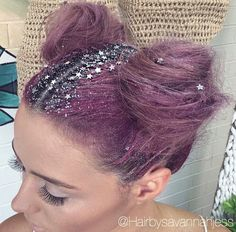 Just when we thought we'd seen it all in terms of bold hair statements (hello, rainbow hues!), social media turns its attention to glitter roots. Dye My Hair, Glitter Roots, Glitter Gel, Glitter Balloons, Glitter Lipstick, Glitter Bomb, Glitter Wine, Glitter Eyeliner, Glitter Dress