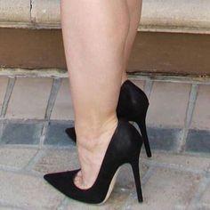 Great black pumps and toe cleavage High Heel Boots Hot High Heels Platform High Heels Stiletto Heels High Heels Ideas Sexy High Heels Platform Heels Party High Very High Heels, Platform High Heels, Black High Heels, High Heels Stilettos, High Heel Boots, Heeled Boots, Jimmy Choo, Giuseppe Zanotti Heels, Beautiful High Heels