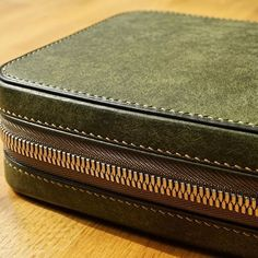 Men's accessory bag (detail) by Vero Leather Works Men Clutch Bag, Leather Clutch Bags, Leather Handbags, Leather Wallet, Zip Pouch Tutorial, Leather Makeup Bag, Leather Design, Leather Working, Wallets For Women