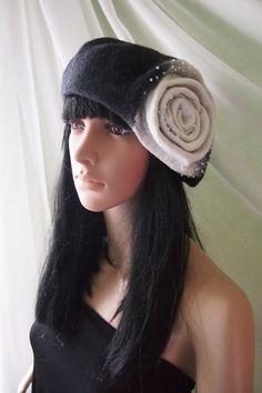 Felt hat beret Merino wool Red Black color warm by YuliasFeltworld
