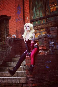 Silver Wolfie looks amazing cosplaying as Harley Quinn from Batman: Arkham City.