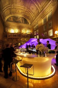 Gilt Bar At The New York Palace