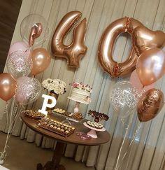 via A paixão por rose gold 😍 Festa surpresa caprichada, cheio de amor! É um prazer enorme fazer… 40th Birthday For Women, Gold Birthday Party, Mother Birthday, Fabulous Birthday, 40th Birthday Parties, 20th Birthday, Gold Party, Birthday Woman, Birthday Balloons