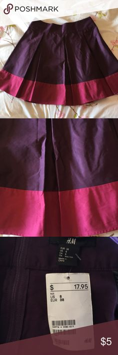 "H&M Skirt 58% Polyester 42% Cotton. Waist 13"". Length 17.5"". New condition H&M Skirts Circle & Skater"