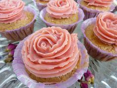 Zitronen- Cupcakes Rezept mit leckerem Himbeer-Frosting von Glücksküche