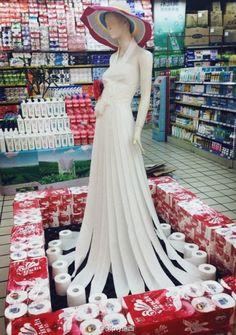Supermarkets in China present you the fashion of napkins and paper towels. http://glencharnoch.tumblr.com/post/57542328331/offbeatchina-supermarkets-in-china-present-you