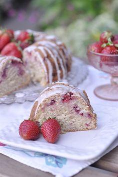 Strawberry Sour Cream Cake on I Heart Nap Time