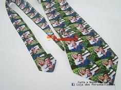 Para as Noivinhas que adoram novidades.... <br> <br>Que tal essa gravata com mini fotos do casal. <br>Assim na hora de cortar a gravata a pessoa leva uma fotinha do casal de recordação!!! <br> <br>O que acharam da ideia? <br> <br>MONTAMOS SUA ARTE E ENVIAMOS PARA APROVAR. <br>MAIORES INFORMAÇÕES NOS ENVIE POR EMAIL <br>(lojadospersonalizados@gmail.com)