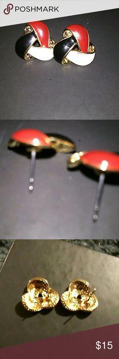 Beautiful earrings never been worn Beautiful multicolored earrings. Never been worn. Jewelry Earrings