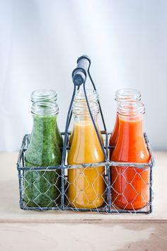 3 soups. 5 ingredients. 30 minutes  Soupe à la tomate, ail et poivron rôtis                      Soupe à la courge, carotte et pomme rôties           Soupe aux fanes de carottes, mâche et poire