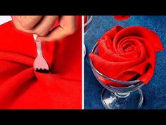 Amazing girly hacks that you have yet to discover Styling is not an easy task. Sometimes having the appropriate clothes that much the occasion, while also matching with each other can be impossible. Napkin Folding Rose, Christmas Napkin Folding, Napkin Rose, Folding Napkins, Serviettes Roses, Paper Napkins, Hacks, Valentines, Napkin Designs