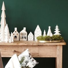Have a Very Hyggelig Holiday: 65 Scandinavian Decorating Ideas, decor diy apartment therapy Have a Very Hyggelig Holiday: 65 Scandinavian Decorating Ideas, Hygge Christmas, Spode Christmas Tree, Nordic Christmas, Christmas Home, White Christmas, Christmas Squares, Danish Christmas, Christmas Tables, Christmas Lunch