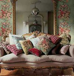 Presents for you the best designs about shabby-chic living room ideas; farmhouse style, rustic, simple, romantic, etc. French Country Living Room, Shabby Chic Living Room, Shabby Chic Furniture, Living Room Decor, French Living Rooms, Painted Furniture, Bedroom Furniture, Country Style Homes, French Country Style