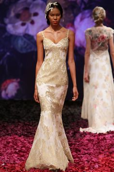 Claire Pettibone, la nuova collezione 2014. Alchemy wedding dress by Claire Pettibone Still Life 2014 bridal collection