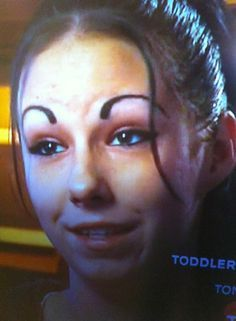 Strong brow game Eyebrows on point Dear god what is that on your face. Eyebrow Fails, Eyebrow Trends, Eyebrow Pencil, Eyebrow Makeup, Makeup Fail, Bad Makeup, Crazy Eyebrows, Worst Eyebrows, Eye Brows