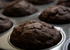 Ultra Low-Fat Double Chocolate Banana Muffins that my kids LOVE We have made these for preschool treats and family breakfast and they are AMAZING! No one will believe that they are so low fat unless you tell them. Low Fat Chocolate, Double Chocolate Muffins, Chocolate Bomb, Chocolate Chips, Giant Chocolate, Healthy Chocolate, Low Fat Desserts, Healthy Desserts, Dessert Recipes