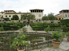 italian renaissance villa - Google Search  (Lillsjöhus)