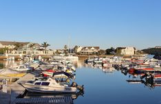 The 250-berth Small Boat Harbour boasts a launching ramp that easily accommodates all our property owners' craft. Boats can be used 24/7 – even when the tide is out. Boats can go to sea or travel up the Kowie River for approximately 22 km.