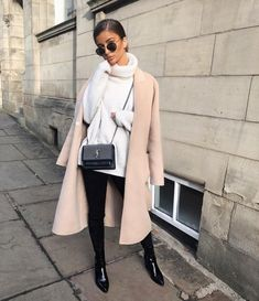 Cómo usar tus suéteres sin verte súper 'x' Classy Winter Fashion, Classy Winter Outfits, Winter Chic, Winter Style, Autumn Winter Fashion, Neutral Outfit, Jumpers For Women, Womens Jumpers, Female Fashion