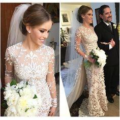 Maravilhoso o vestido de noiva da @victorialinhares !!!!! 😍😍😍 É do estilista Junior Santaella e o Bouquet de peônias é da @luciamilan 👰👰👰 #vestidodenoiva #noiva #casamento #casamentovickyerenan   regram do @jrmendesmake que assinou a beleza da noiva