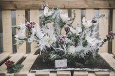 Вы не поверите, но это искусственные цветы  Делаем очень реалистичные композиции из искусственных цветов, чтобы они могли радовать глаз как можно дольше    #chicwedding #цветыспб #доставкацветов #радость #счастье #питер #спб #доставкаспб #цветыназаказ #любовь #композиция #букетневесты #букетдлялюбимой #chicwed #свадьба #свадьбаспб #оформлениесвадьбы #флористика #рождество #зимнеенастроение #зима #нежность #стиль #невеста #зимнийбукет #зимняясвадьба #свадьбазимой #шик