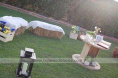 Wedding chillout corner Zona chillout boda con pacas de heno #bodascdb