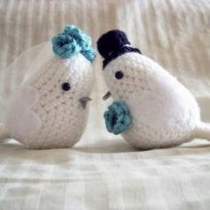 Free Crochet Lovebirds Pattern @Roxie Garza  i'm going to see if i can make these!! ;) What color of flowers?