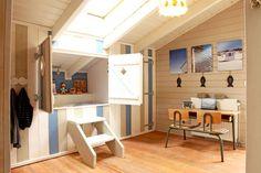 Faites escale en Dordogne, chez un couple de Hollandais. Lambris peints, couleurs douces, espaces conviviaux : il règne un air d'éternelles vacances dans cette maison familiale en bois.