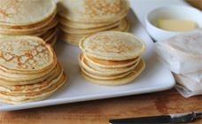 Make a double batch of these yummy pikelets sandwiches and you'll have supplies to pop into the freezer for this week's lunch boxes. Find more on Kidspot New Zealand.