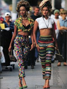 Tyra Banks & Susan Holmes wearing Todd Oldham, Elle US, March 1993 Fashion Male, Fashion Models, Fashion Guys, 90s Fashion Grunge, Look Fashion, Fashion Clothes, Fashion Show, Fashion Outfits, 90s Clothes