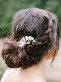 Les barrettes Emma composées de fleurs et de petites perles #englishgardencollection #wedding #hairpin #petitesperles #flowers #perfectbride #coiffure #hair #bohochic